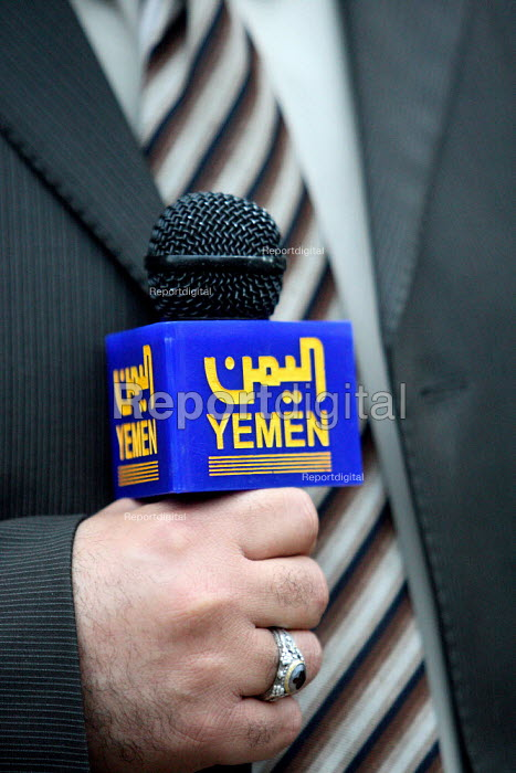 Yemeni journalist reporting outside the foreign office as... - Justin Tallis, JT1001193.JPG