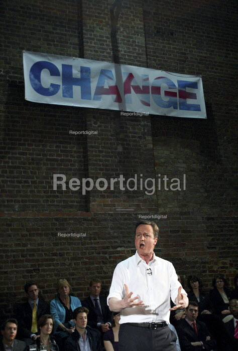 Conservative leader David Cameron giving a speech to party supporters. Shoreditch, London. - Justin Tallis - 2010-03-15