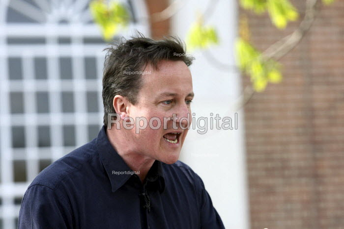 David Cameron speaking to supporters at a campaign event in Thurrock, Essex. - Justin Tallis - 2010-04-24