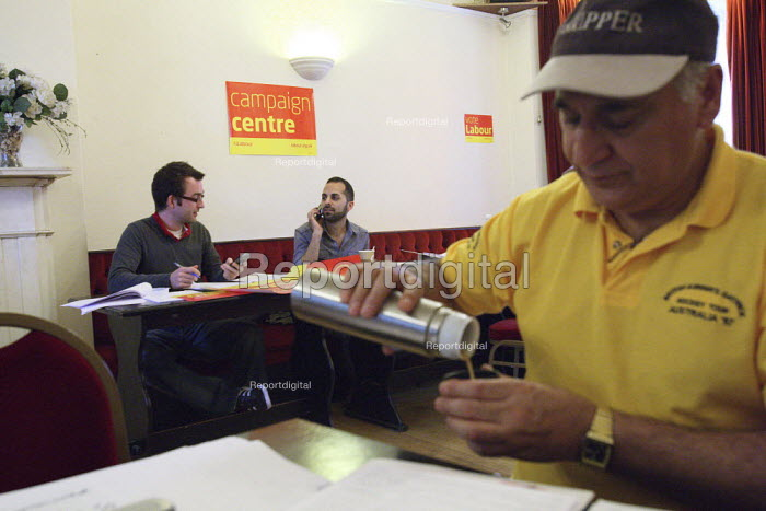 Last minute telephone calling at the Labour Party campaign... - Justin Tallis, JT1005153.JPG