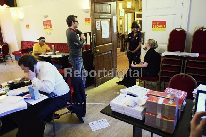 Last minute phone calling at the Labour Party campaign centre on the night of the 2010 General Election. Croydon. - Justin Tallis - 2010-05-06