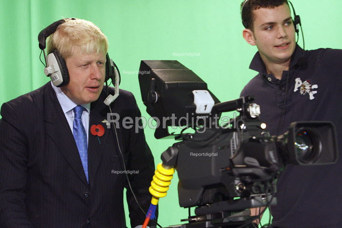Boris Johnson using a HD TV broadcast camera with a student during a visit to Ravensbourne College, North Greenwich, London. - Justin Tallis - 2010-11-05