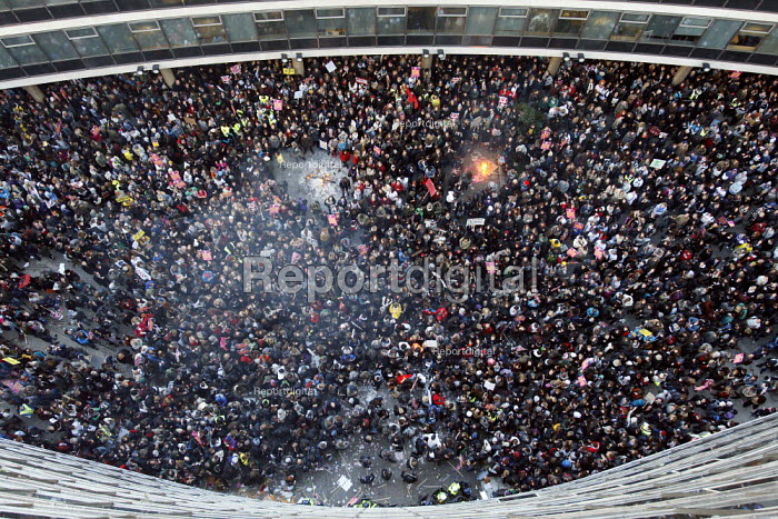 View from the roof of students and riot police outside... - Justin Tallis, JT1011107.JPG