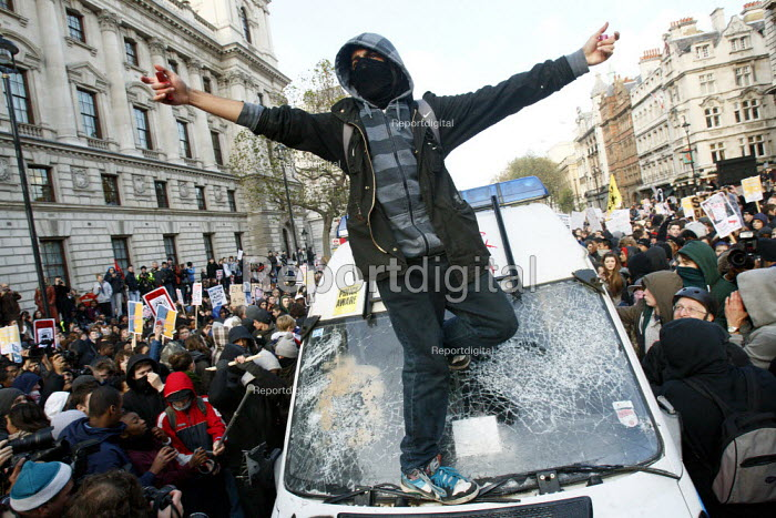 Students vandalise a riot van the police left unattended in the middle of Whithall. Protest against education cuts and increased tuition fees, Whitehall, London. - Justin Tallis - 2010-11-24