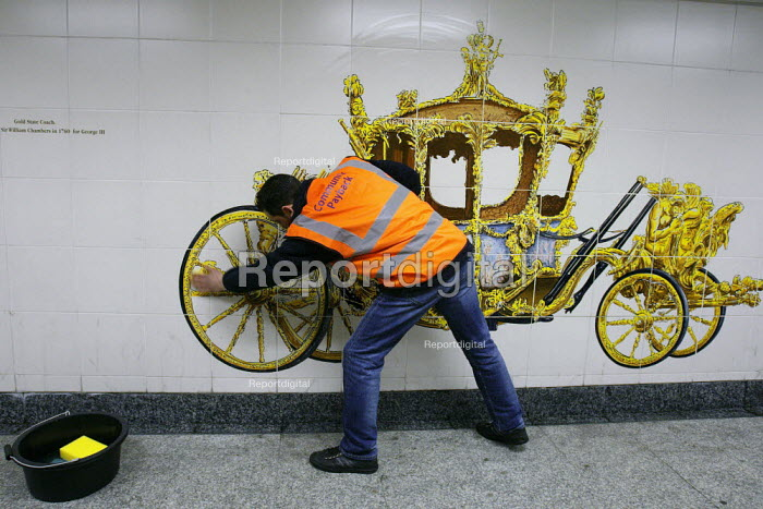 Offenders cleaning a mural of the Royal Carriage on the pedestrian tunnel walls of Hyde Park Corner tube (prior to the Royal wedding) as part of a community payback scheme run by Westminster Council and the London Probation Trust. London. - Justin Tallis - 2011-04-05