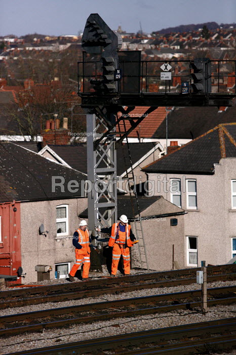 Network Rail workers carrying out maintenance checks on the tracks. Newport South Wales - Justin Tallis - 2006-02-10
