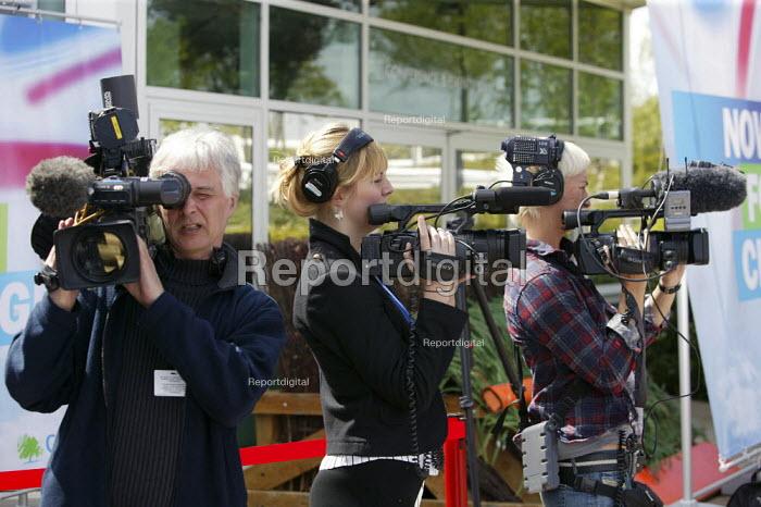 Television crews at the Conservative Spring Forum. Cheltenham. - Justin Tallis - 2009-04-26