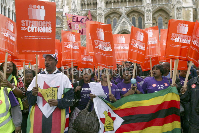 Strangers into Citizens rally - justice for migrants! London. Refugees from Zimbabwe with the flag. - Justin Tallis - 2009-05-04