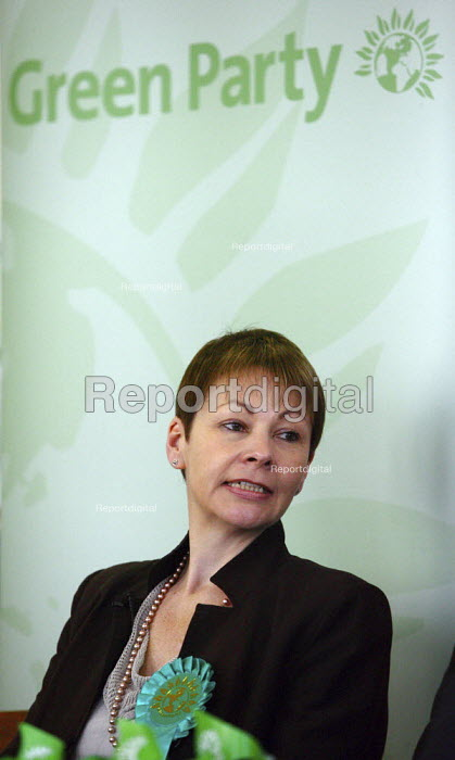 Caroline Lucas MEP, Green Party MEP for South-East England. On the campaign trail for the 2009 European Elections. Oxford. - Justin Tallis - 2009-05-21
