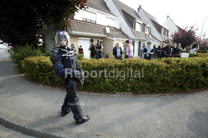 CRS riot police. No Borders March. Calais. France. - Justin Tallis - 2009-06-27