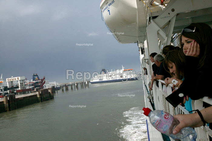 Holidaymakers arriving in the port of Calais on a P&O cross channel ferry, France - Justin Tallis - 2009-06-26
