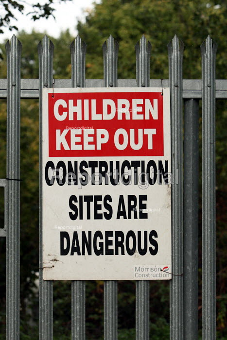 A sign warning children that it is dangerous to entre the building site. Building work continues on the site of the 2012 Olympic Stadium. Stratford, East London. - Justin Tallis - 2009-10-22