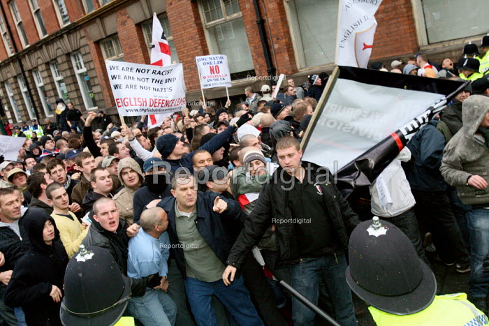 English Defence League far right demonstrators try to break through police lines whilst on their way to their protest site. Nottingham. - Justin Tallis - 2009-12-05