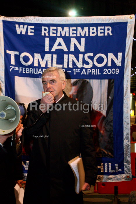 John McDonnell MP speaking at a candlelit vigil outside the Royal Exchange organised by Ian Tomlinsons family. Ian Tomlinson was killed during G20 protests in April 2009. London. - Justin Tallis - 2009-12-01