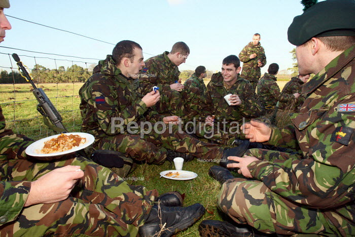Reservists from London�s only Territorial Army Infantry Regiment, The London Regiment, having a lunch break after practicing pre-deployment training in preparation for operational service in Afghanistan. Norfolk, England. - Justin Tallis - 2009-12-10