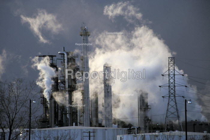 Detroit, Michigan - Marathon oil refinery. - Jim West - 2002-03-18