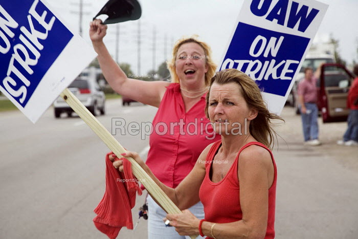 Warren, Michigan, USA Members of the UAW picket the General Motors Powertrain plant on the second day of their strike. The strike began after 10 weeks of contract talks seen as crucial to survival of GM as it restructures money losing USA operations and tries to remove a healthcare obligation of more than 50 billion - Jim West - 2007-09-25