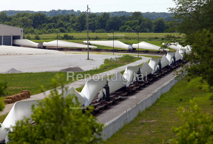 Fort Madison, Iowa - Newly manufactured wind turbine blades loaded on railway carriages leave the Siemens Energy, Fort Madison Blade Plant. - Jim West - 2009-07-08