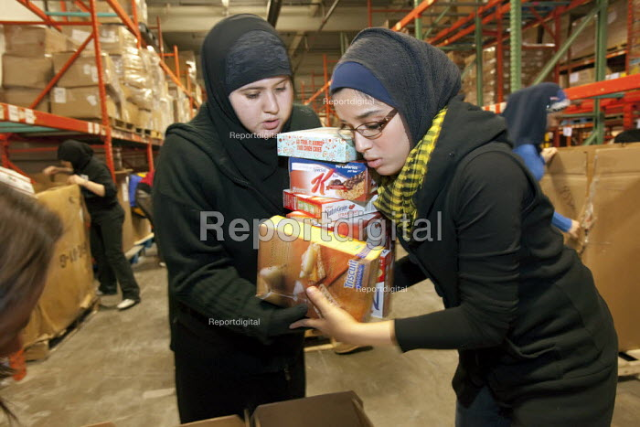 Detroit, Michigan - Arab-American teenage volunteers pack food for the hungry at the Gleaners Community Food Bank. It was part of a Martin Luther King Day of Service project. - Jim West - 2010-01-18