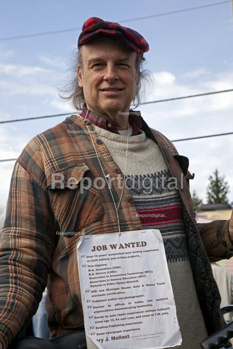 Unemployed car worker with his CV hanging around his neck searches for a job, Tea Party Express rally in Detroit. - Jim West - 2010-04-11