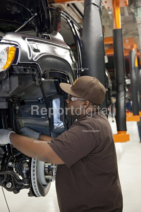 Chrysler Workers assemble new Jeep Grand Cherokee, at the Jefferson North Assembly Plant. - Jim West - 2010-05-21