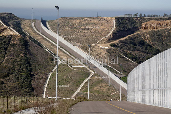The US Border Patrol new patrol road and fence along international border between the USA and Mexico - Jim West - 2012-01-27