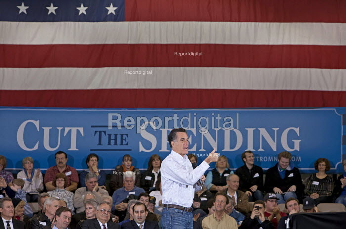 Mitt Romney campaigning for president in the suburbs of Detroit, USA. - Jim West - 2012-02-21