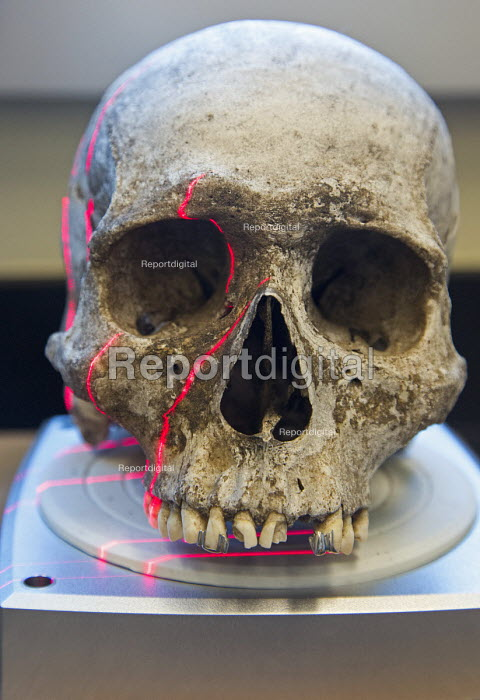 Waco, Texas - A scanner makes a 3D image of the skull of an unidentified migrant who died trying to enter the USA without legal documents. Forensic scientist Dr. Lori Baker and her students at Baylor University are trying to identify the remains of unidentified migrants who died trying to enter the USA without legal documents. Most perished in a long, hot walk as they tried to evade a Border Patrol checkpoint 70 miles north of the border. Dr Baker is director of Reuniting Families, an effort to identify and repatriate to families the remains of undocumented immigrants that die crossing the southern US. border. - Jim West - 2013-07-19