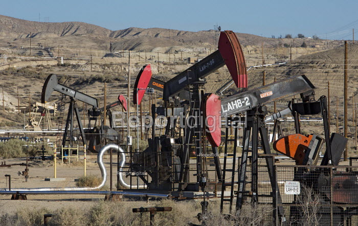 Maricopa, California - Oil and gas production equipment in southern San Joaquin Valley. - Jim West - 2012-06-24