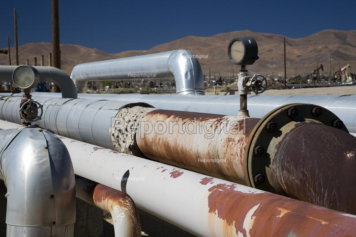 Taft, California - Natural gas pipeline in the oil and gas fields of southern San Joaquin Valley. - Jim West - 2012-06-24