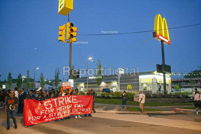Detroit, Michigan - Fast food workers and supporters picket a McDonalds restaurant and block traffic on Mack Avenue, demanding a higher wage of 15 an hour. - Jim West - 2014-09-04