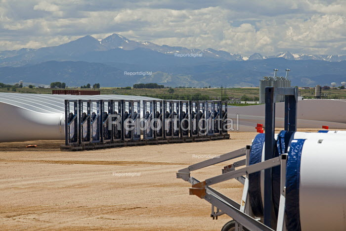 Colorado, wind turbine blades outside Vestas Wind Systems factory USA - Jim West - 2015-07-11