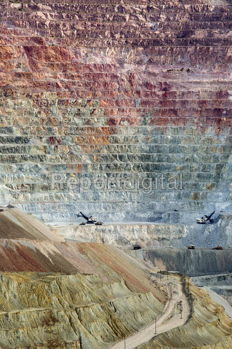 Santa Rita, New Mexico, The Chino Mine, an open cast copper mine, is operated by Freeport McMoRan, producing copper and molybdenum - Jim West - 2015-10-14