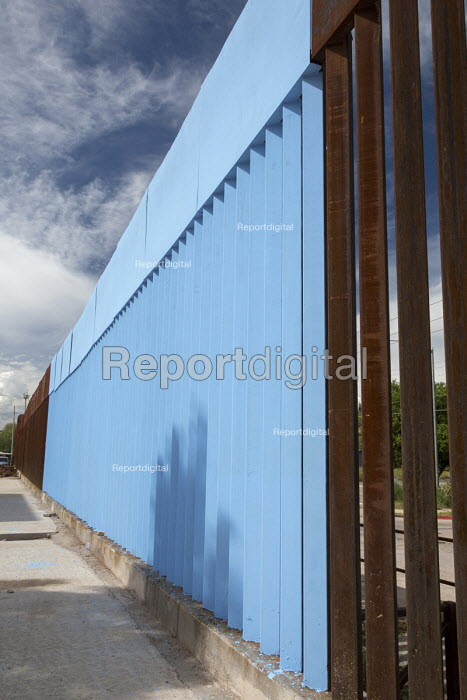 USA Mexico border, Erasing the Border by Artist Ana Teresa Fernandez who painted part of the fence sky blue to symbolically erase the barrier, Nogales, Sonora, Mexico - Jim West - 2015-10-16
