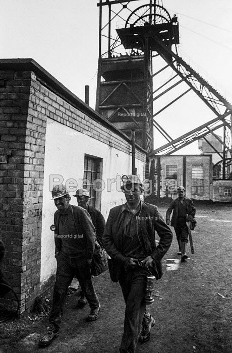 Miners from Taff Merthyr colliery, South Wales, leaving work - Martin Mayer - 1972-01-06