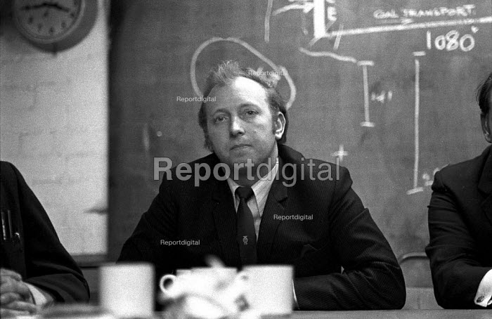 Arthur Scargill speaking to the press a the Lofthouse colliery disaster, West Yorkshirein which 7 miners died, 1973 - Martin Mayer - 1973-03-21
