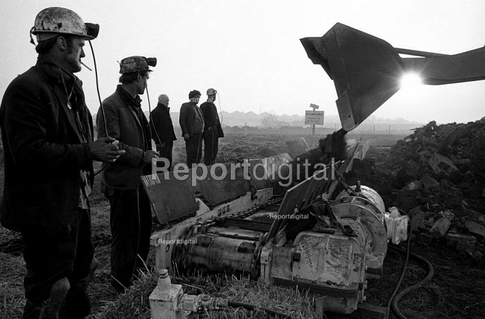 Digging a relief shaft during the Lofthouse colliery disaster in which 7 men died - Martin Mayer - 1973-03-22