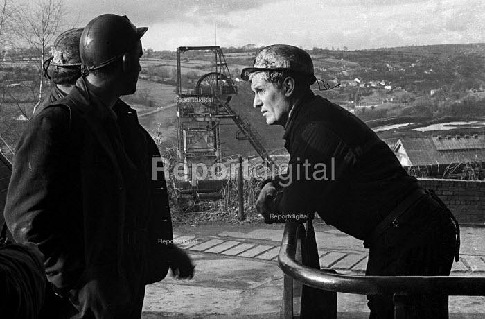 Miners at Oakdale pit, South Wales, just before the 1974 miners strike. - Martin Mayer - 1974-01-25