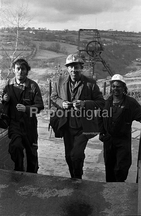 Miners leaving work at Oakdale pit, South Wales, just before the 1974 miners strike. - Martin Mayer - 1974-01-25
