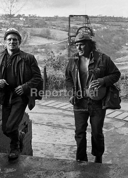 Miners leaving work at Oakdale pit, South Wales, during work to rule, just before 1974 strike. - Martin Mayer - 1974-01-25