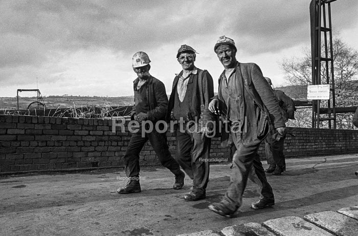 Miners in a confident mood leaving work at Oakdale pit, South Wales during the work to rule, just before 1974 strike. - Martin Mayer - 1974-01-25