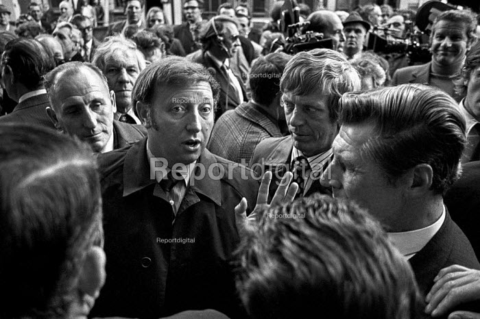 Arthur Scargill surrounded by Yorkshire miners after walking out of a meeting on productivity 4 months after the 1974 strike. - Martin Mayer - 1974-09-26