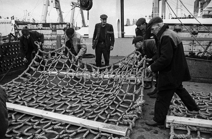 Fishermen on a trawler in Hull dock prepare nets prior to setting off for Icelandic fishing grounds - Martin Mayer - 1968-10-29