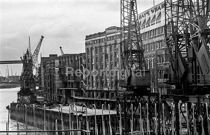 Some cranes still standing as others are broken up outside Hays Wharf and Chamberlains Wharf during the demolition of the old London wharves as containerisation starts - Martin Mayer - 1987-10-06
