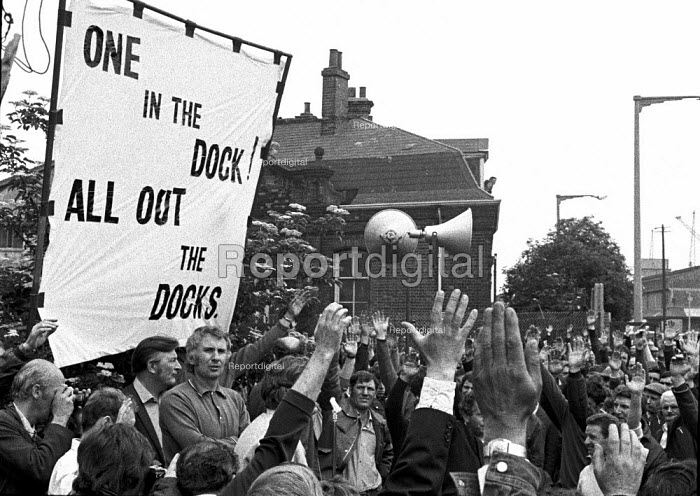 Docker Vic Turner awaiting arrest, Vic Turner can be seen under the R of workers in the banner. - Martin Mayer - 1972-06-15