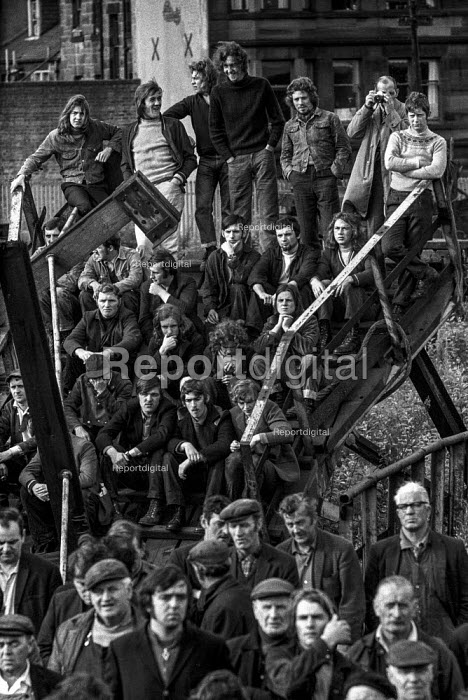 Workers at Govan shipyards, Part of Upper Clyde Shipyards, Glasgow, Scotland, begin an occupation or 'work-in' at their yard to oppose its closure - Martin Mayer - 1970-08-08