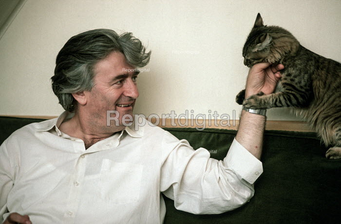 Radovan Karadzic, leader of the Bosnian Serb nationalist party SDS (Serbian Democratic party), in a playful mood while being interviewed at his flat in Sarajevo during the election after the breakup of Yugoslavia. - Martin Mayer - 1990-09-07