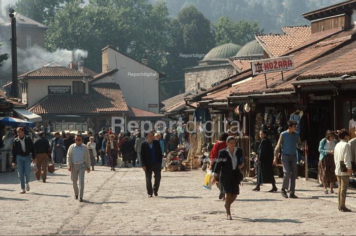 Street scene in Sarajevo Old Town, Bosnia. - Martin Mayer - 1990-09-07