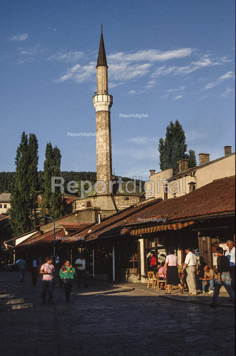 Sarajevo Old Town, Bosnia, with The Gazi Husrev-bey Mosquebehind. - Martin Mayer - 1990-09-07