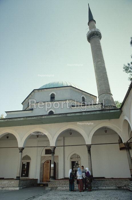 Inside the Careva Dzamija mosque, The Emperors Mosque, Sarajevo, Bosnia - Martin Mayer - 1990-09-07